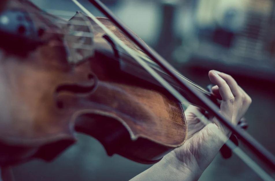 Qu'est-ce qui est considéré comme un instrument à cordes ?